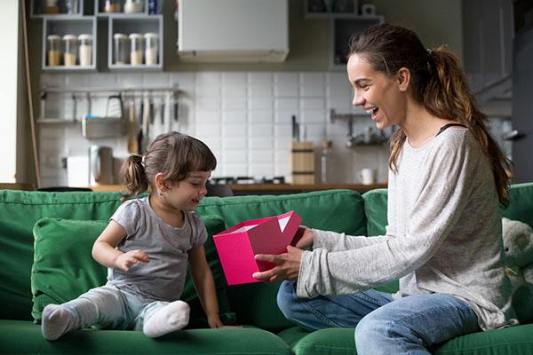 10 idées de cadeaux pour un premier anniversaire