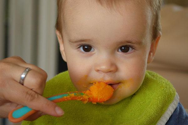 Alimentation bébé 4 mois