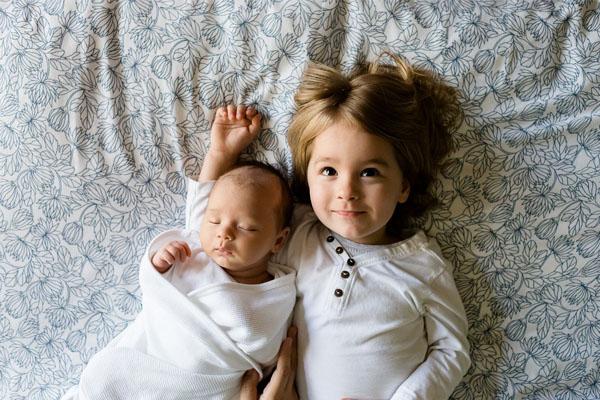 Bébé frère et sœur