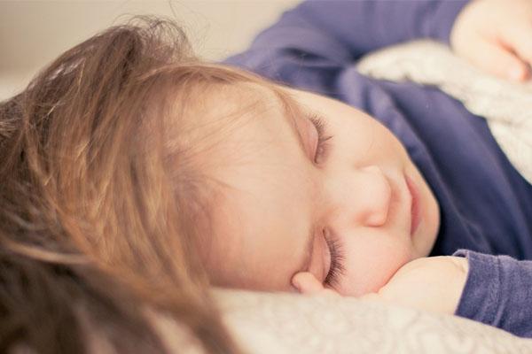 Bien réveiller son enfant
