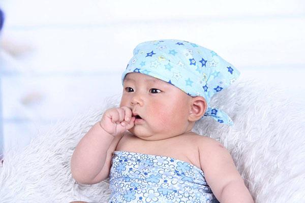 Comment habiller bébé comme il faut