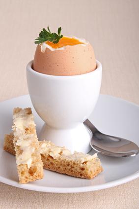 petit-dejeuner-sale-oeuf-coque