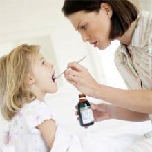 prendre-medicaments-enfant-bebe